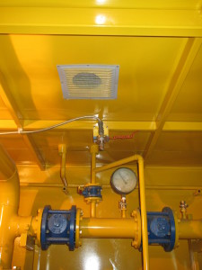 Рисунок 6 – Входная дверь в технологическое отделение. Дверь пожаростойкая. Освещение взрывобезопасное. Распределительный коллектор